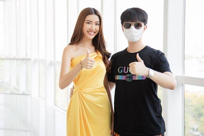 Trước khi công khai, nam doanh nhân thường đeo khẩu trang hoặc đăng ảnh che mặt mỗi lần xuất hiện bên Thúy Vân.