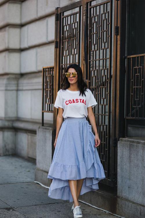 Chân váy vạt quấn đi kèm bèo nhún và thể hiện sự tự do phóng khoáng được dự báo là trang phục sẽ tạo nên 'cơn sốt' ở mùa thời trang mới.