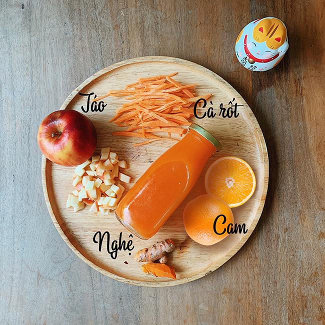 Công thức 3: 2 quả cam, 1 quả táo, 1 củ cà rốt, 1 nhánh nghệ.