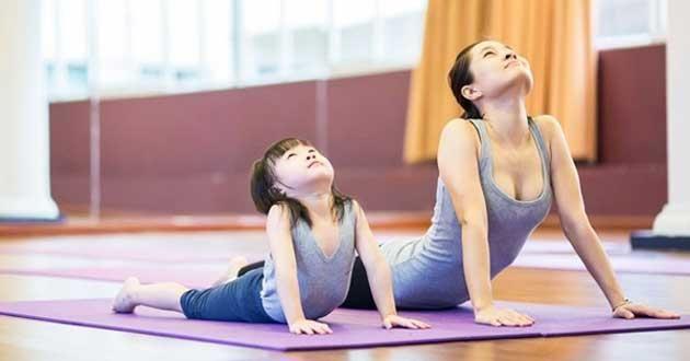 Cùng con tập thể dục không chỉ giúp da khỏe - dáng xinh mà còn làm không khí gia đình vui hơn!