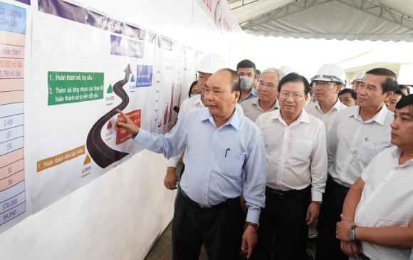 Thủ tướng Chính phủ Nguyễn Xuân Phúc kêu gọi toàn dân tuyệt đối không được kỳ thị đối với người bệnh, dù là người Việt Nam hay người nước ngoài