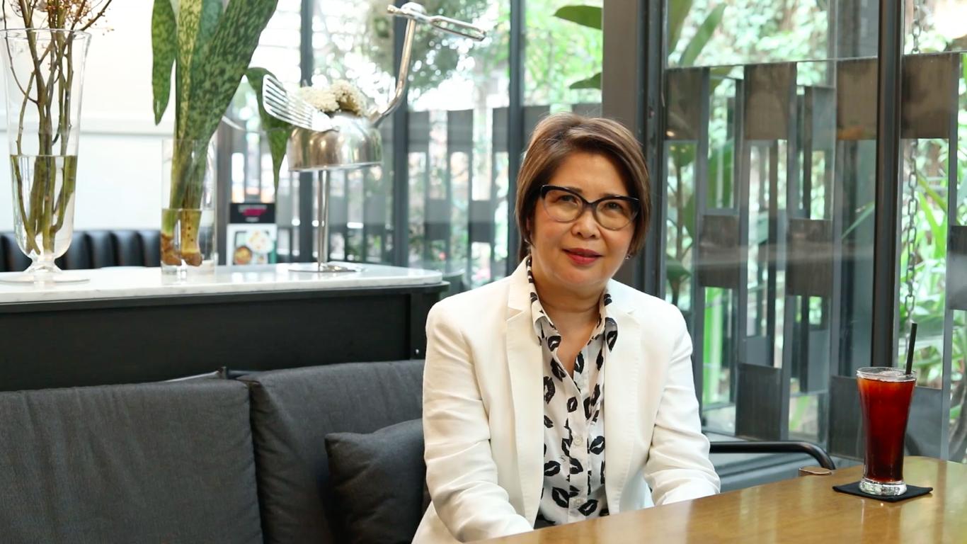 Bà Pornsiri - Nhà đồng sáng lập Greyhound Café
