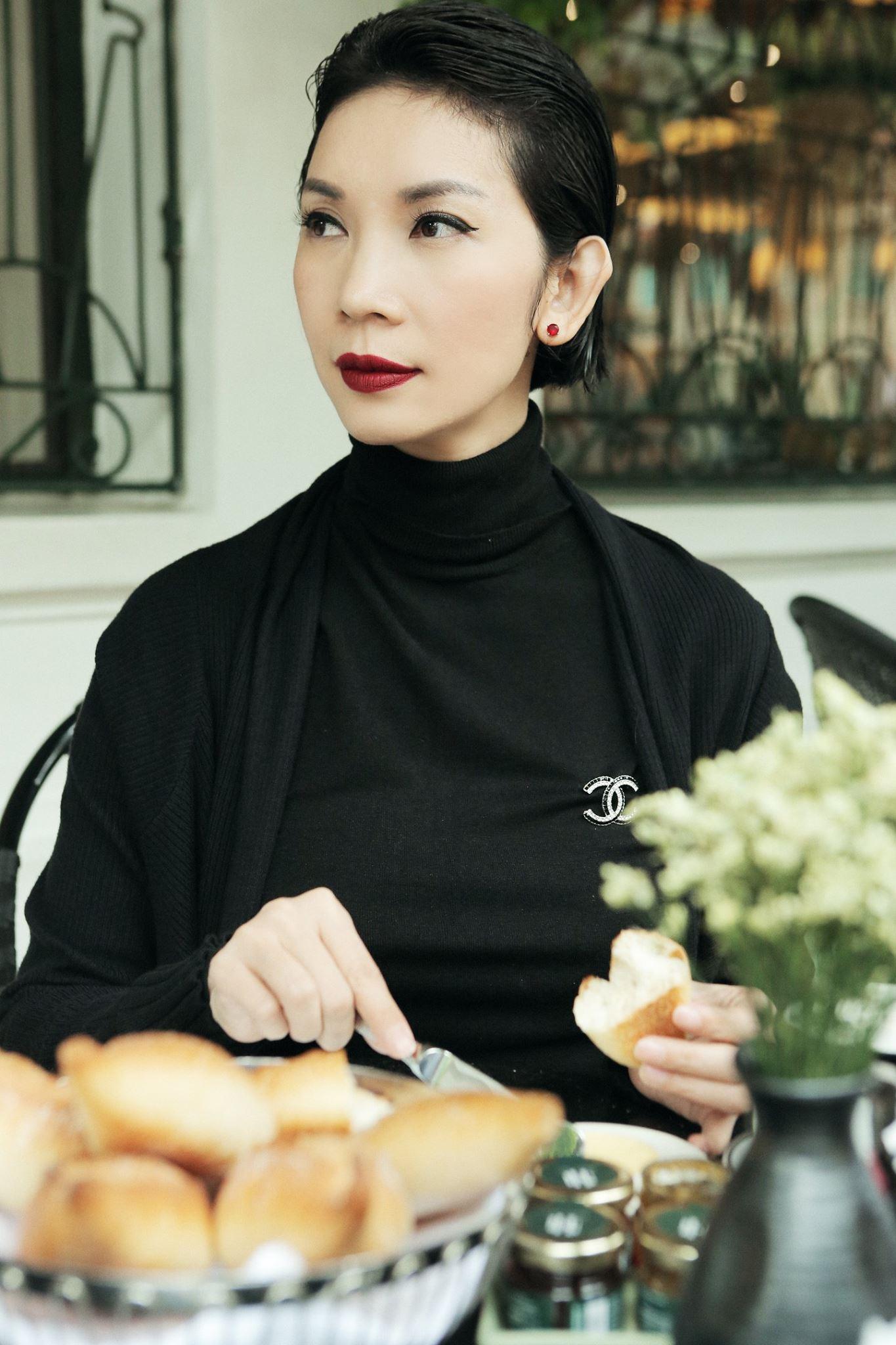 Xuân Lan gây tranh cãi khi chia sẻ MV mới của Ngô Kiến Huy nhưng kèm dòng trạng thái nhắc lại chuyện tình cảm của chàng ca sĩ.