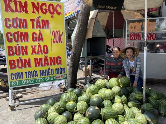 A hau Kim Duyen tang dua hau  (5)