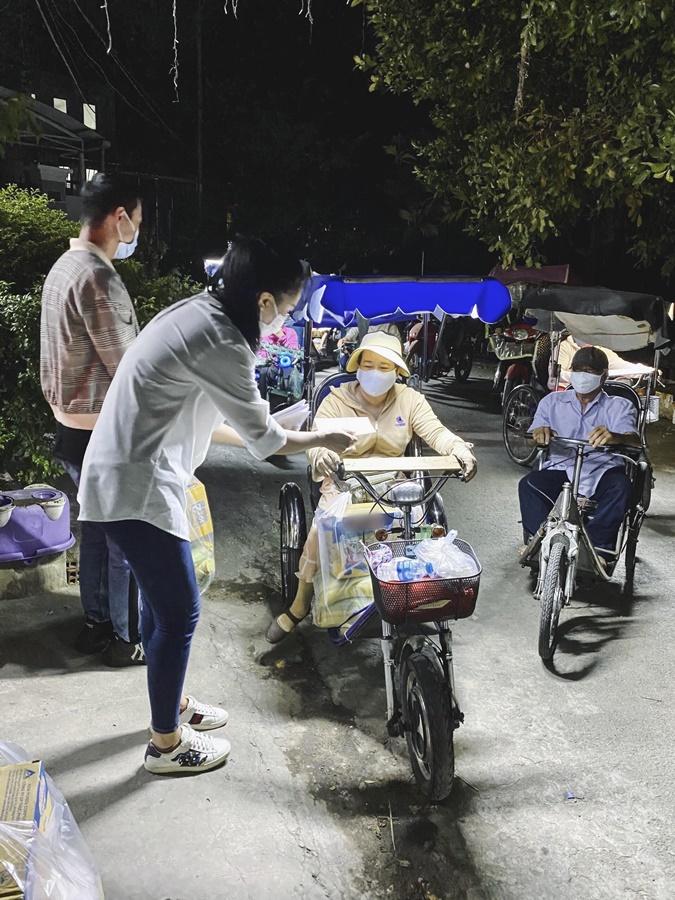 A hau Kim Duyen_Tang 5 tan gao tai TPHCM (6)
