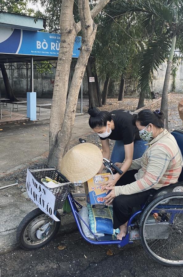A hau Kim Duyen_Trao qua tai Thu Duc TPHCM (1)