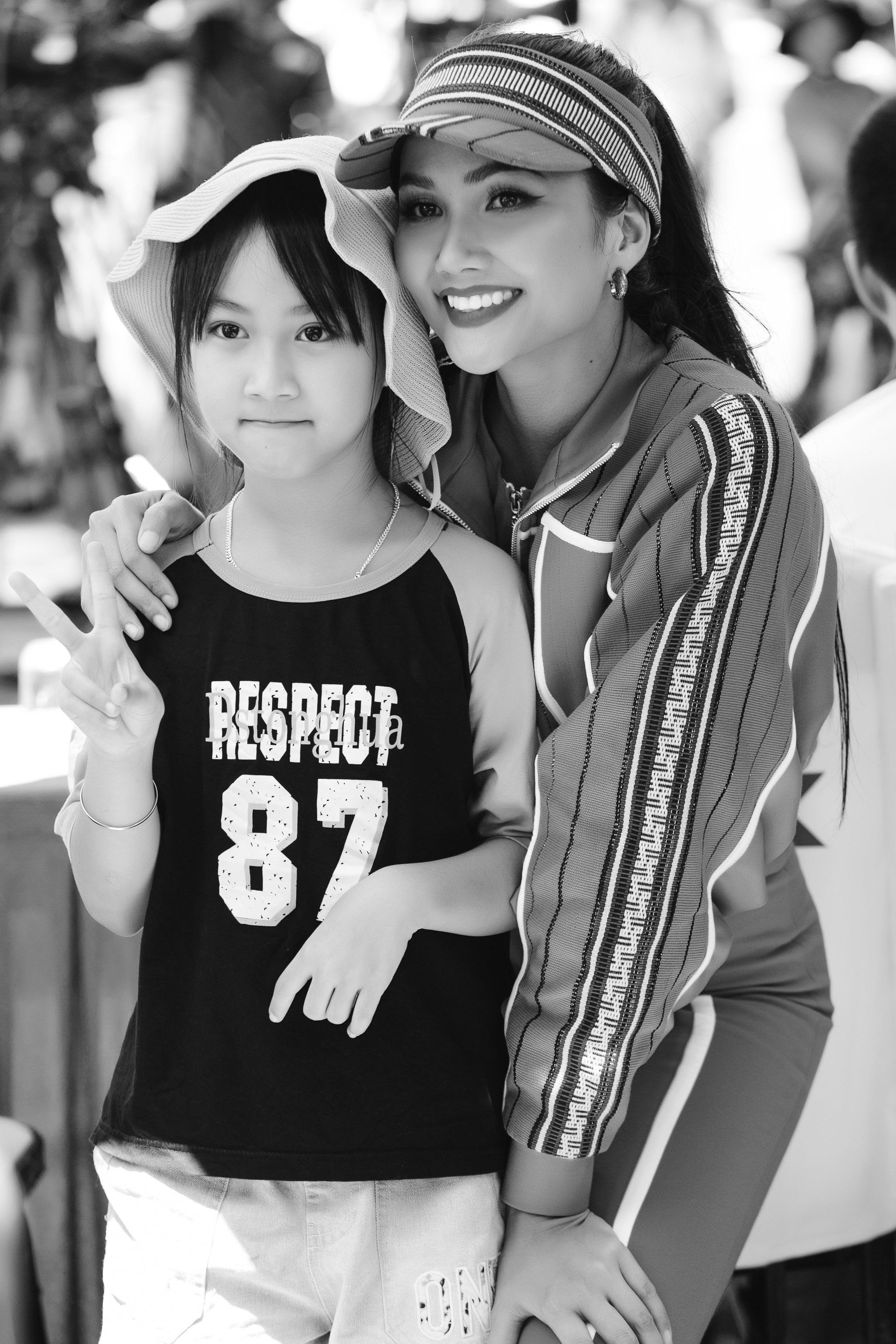 Hoa hau HHen Nie_Dua xe dap_Buon Ma Thuot (92)