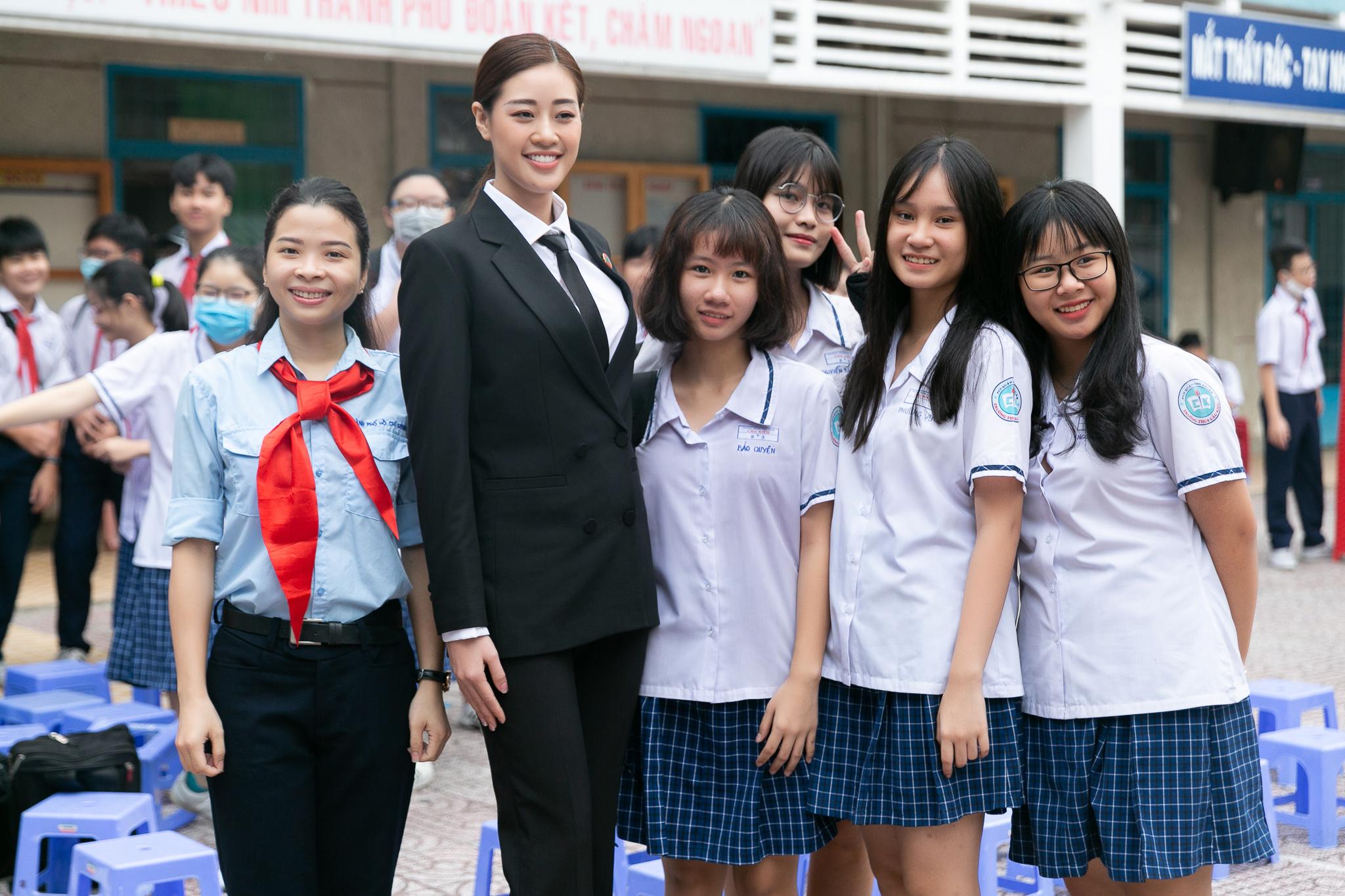 Hoa Hau Khanh Van_Phien toa gia dinh (10)