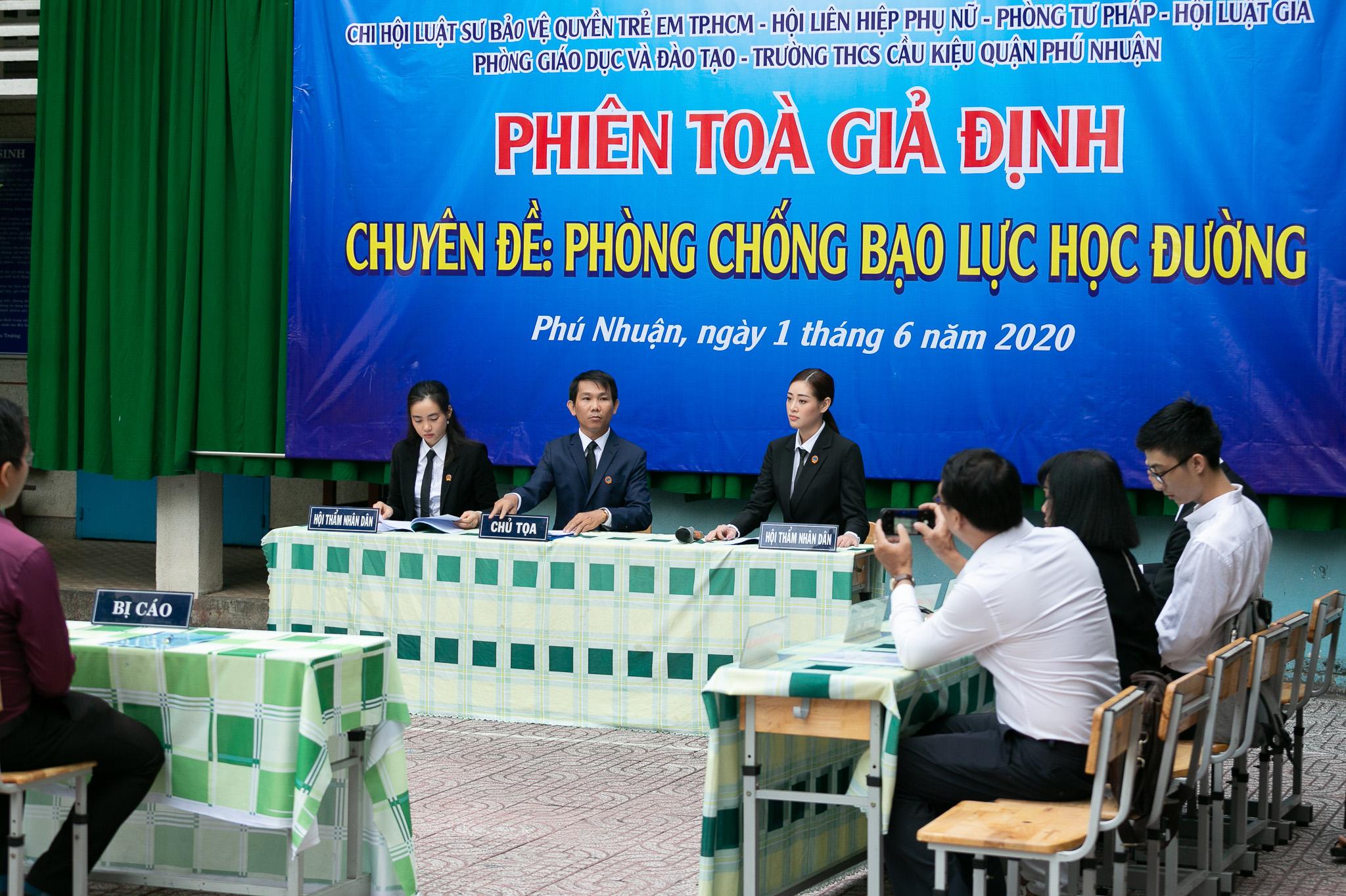Hoa Hau Khanh Van_Phien toa gia dinh (33)