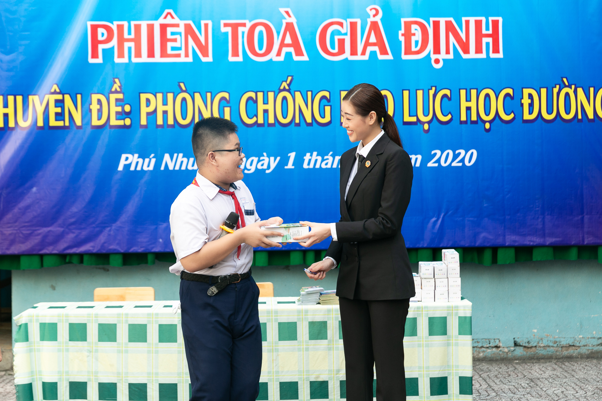 Hoa Hau Khanh Van_Phien toa gia dinh (49)