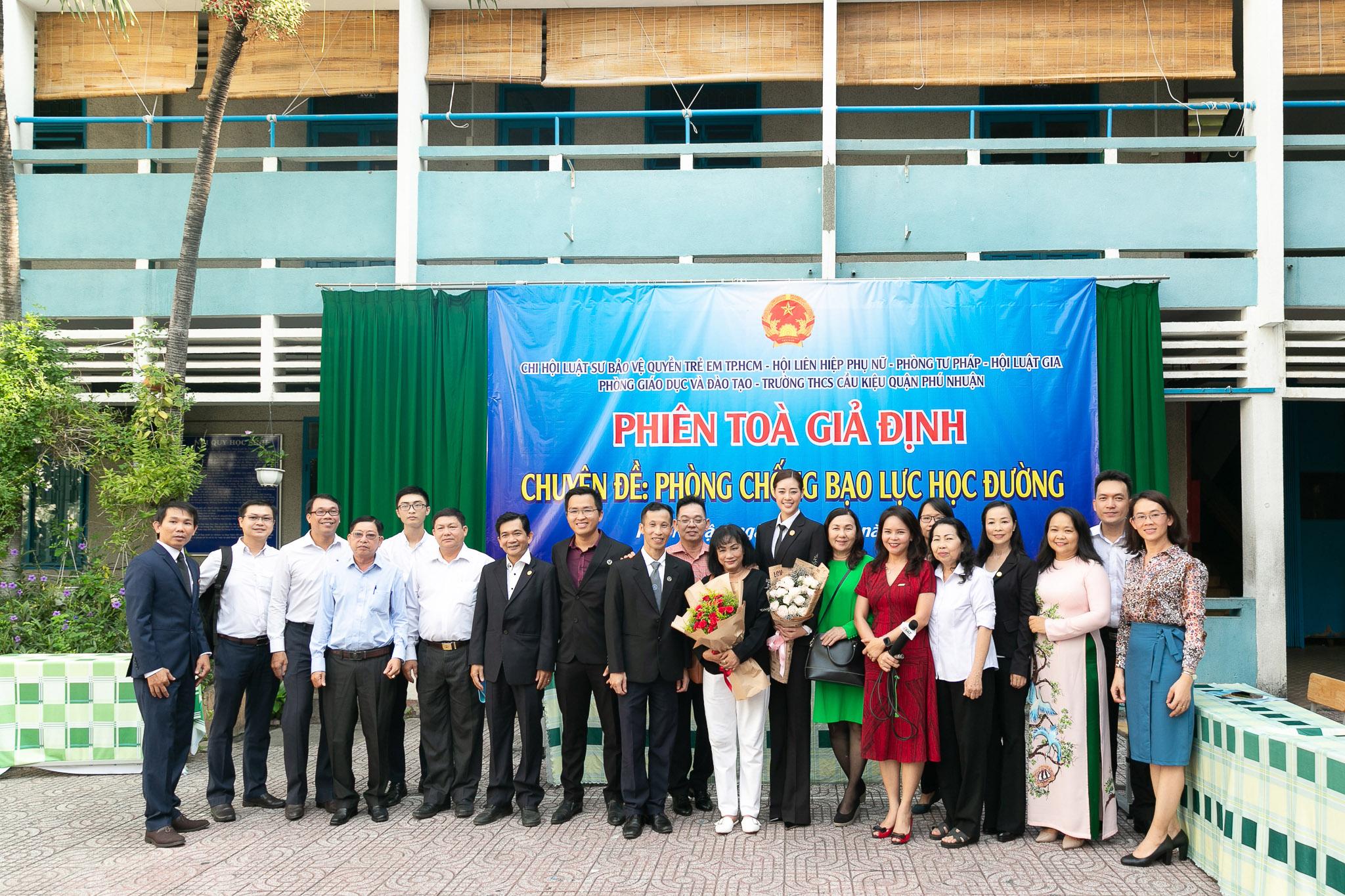 Hoa Hau Khanh Van_Phien toa gia dinh (55)