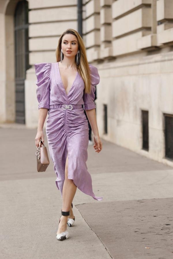 Street Style : Paris Fashion Week - Womenswear Spring Summer 2020 : Day Six