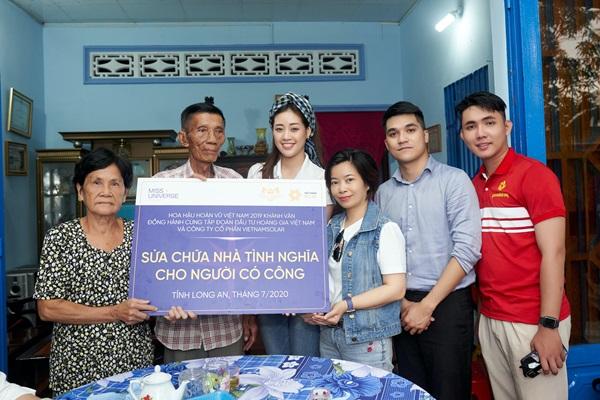 Hoa hau Khanh Van di thien nguyen tai Long AN107