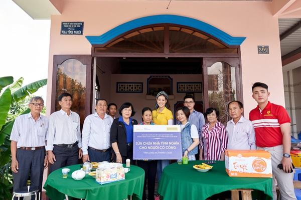 Hoa hau Khanh Van di thien nguyen tai Long AN21