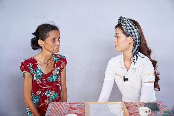 Hoa hau Khanh Van di thien nguyen tai Long AN51
