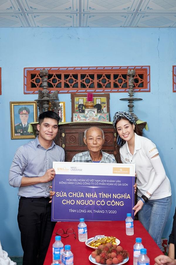Hoa hau Khanh Van di thien nguyen tai Long AN67