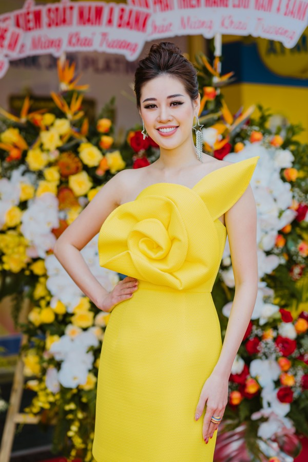 Hoa hau Khanh Van du su kien15