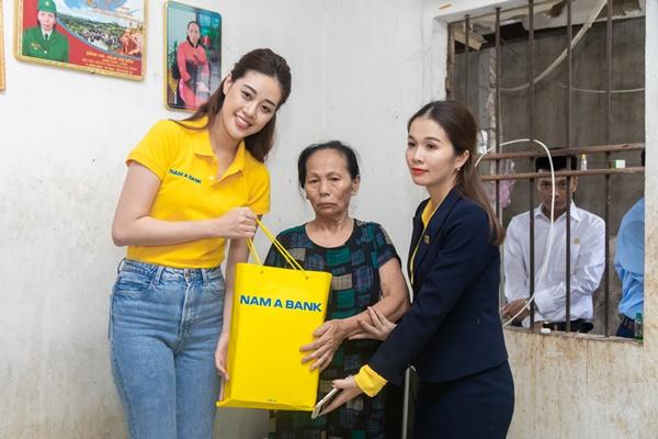Hoa hau Khanh Van tham nan nhan chat doc da cam tai thanh pho Vinh1
