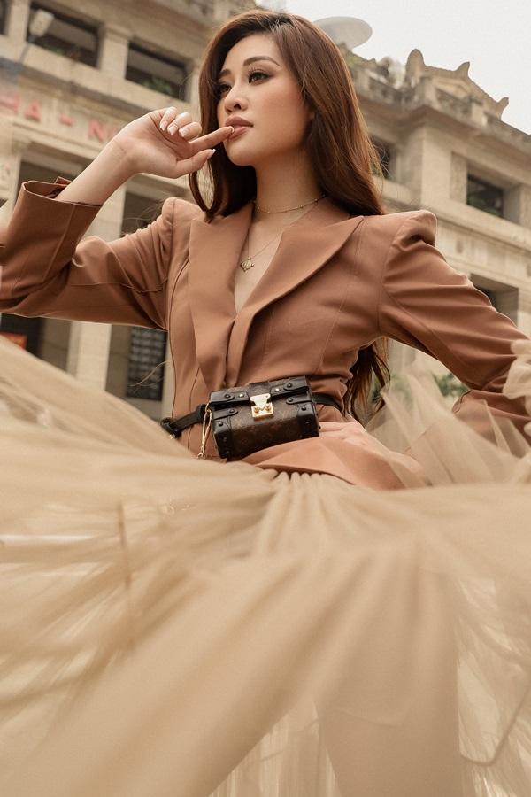 Hoa hau Khanh Van_Street Style4