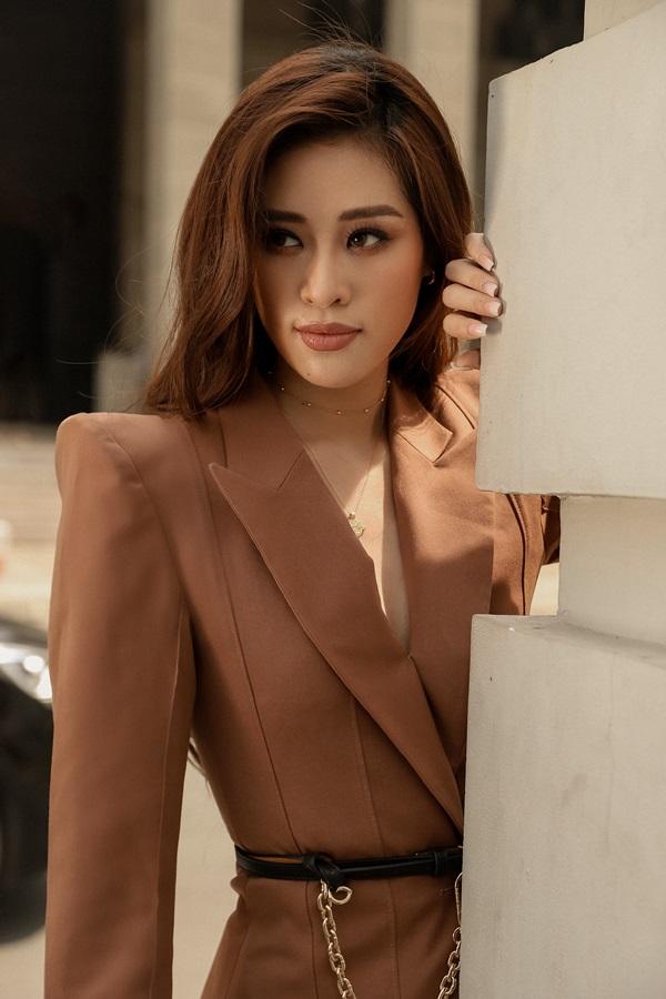 Hoa hau Khanh Van_Street Style6