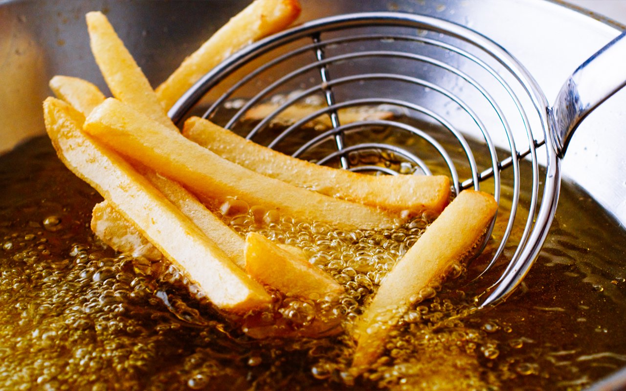 cooking-french-fries-close-frying-fryer-shutterstock464044346-15943789076521359288915-1595077177860-1595077178285492899826