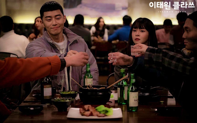 Uống rượu, ăn nhậu... là những cảnh xuất hiện dày đặc ở các phim Hàn Quốc.