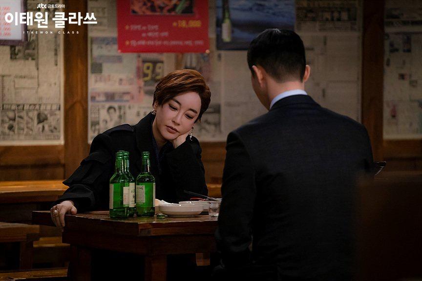 """Hàn Quốc chỉ có những quy định chung chung như không nên """"lãng mạn hóa hay khuyến khích"""" việc uống rượu."""