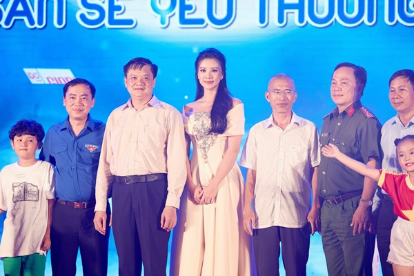 A hau Kim Duyen_Dem hoi trang ram7