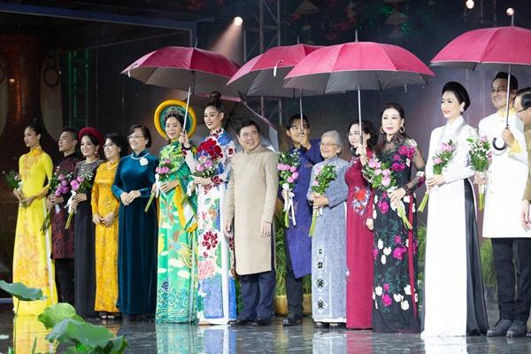 Hoa hau Khanh Van_Khai mac Le Hoi Ao Dai12