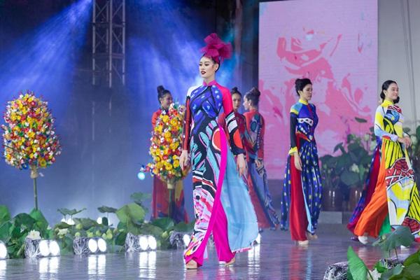 Hoa hau Khanh Van_Khai mac Le Hoi Ao Dai20