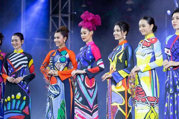 Hoa hau Khanh Van_Khai mac Le Hoi Ao Dai24