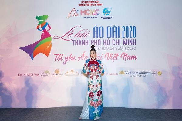 Hoa hau Khanh Van_Khai mac Le Hoi Ao Dai27