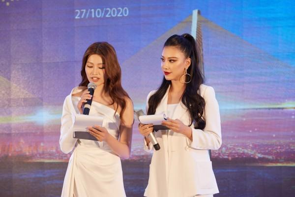 Kim Duyen va Quynh Chau lam MC3