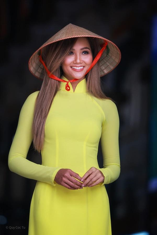 Hoa hau HHen Nie_Ao dai3