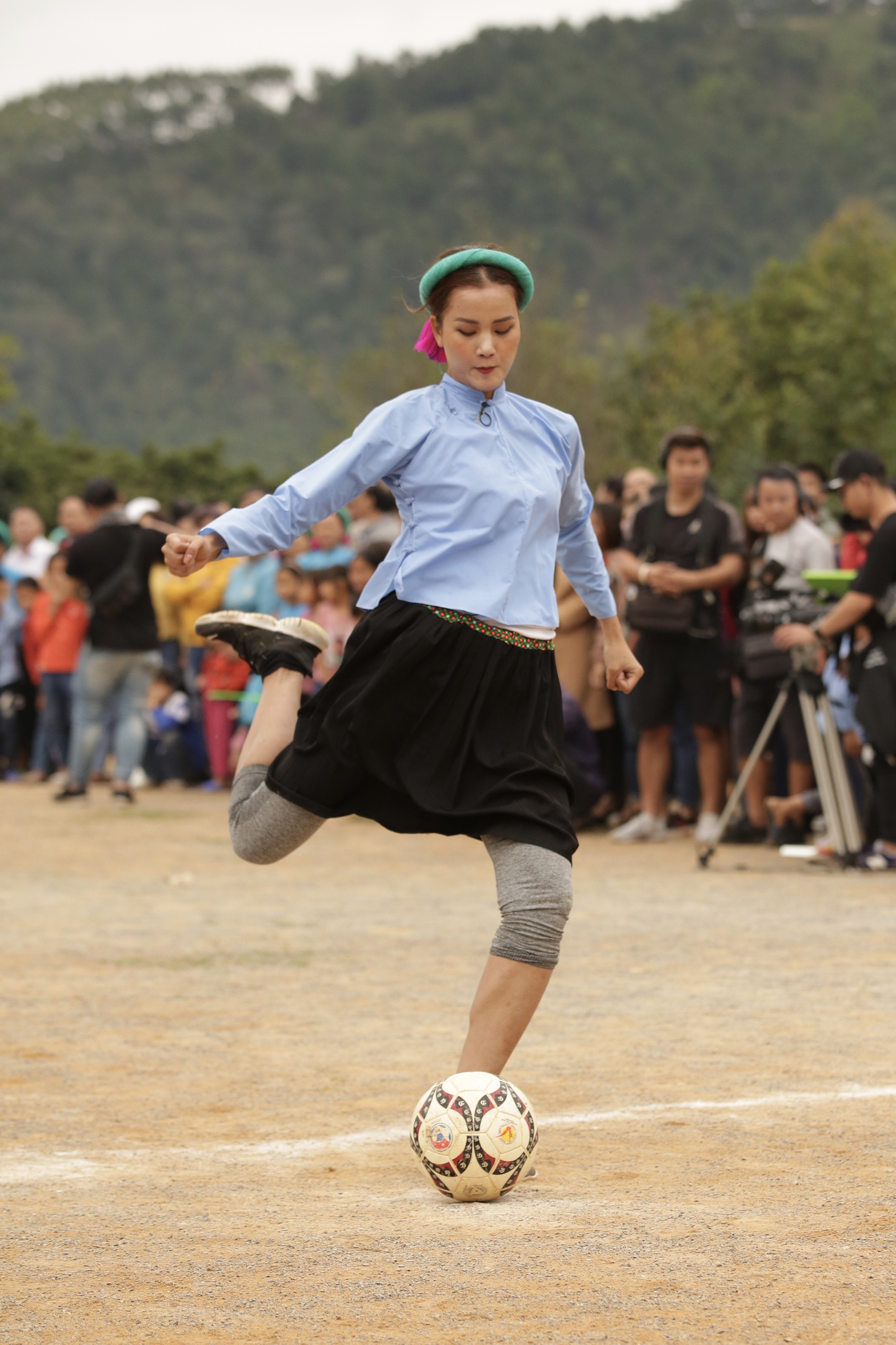 Nguoi dep Vietnam Why Not tham gia da banh35