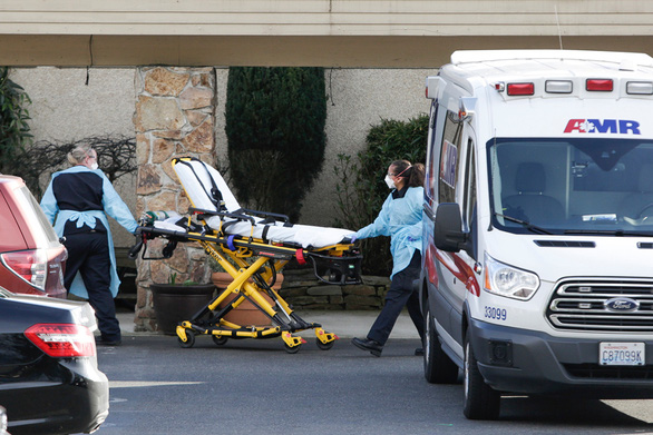 A stretcher is moved from an AMR ambulance to the Life Care Center of Kirkland where one associate and one resident were diagnosed with the novel coronavirus (COVID-19) according to a statement released by the facility in Kirkland, Washington on February 29, 2020. - The first fatality from the novel coronavirus has been confirmed on US soil, as President Donald Trump on Saturday urged Americans not to panic. (Photo by Jason Redmond / AFP) (Photo by JASON REDMOND/AFP via Getty Images)
