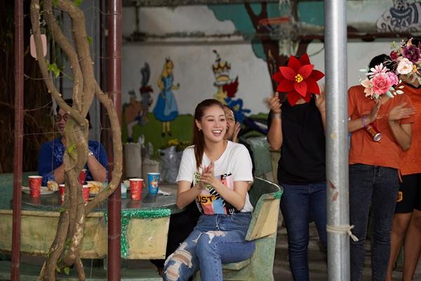 Hoa hau Khanh Van_OBV21