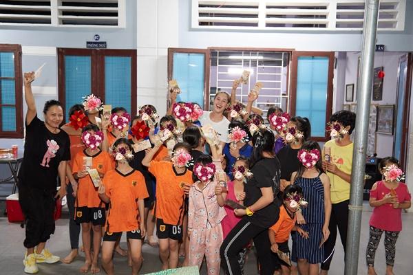 Hoa hau Khanh Van_OBV77