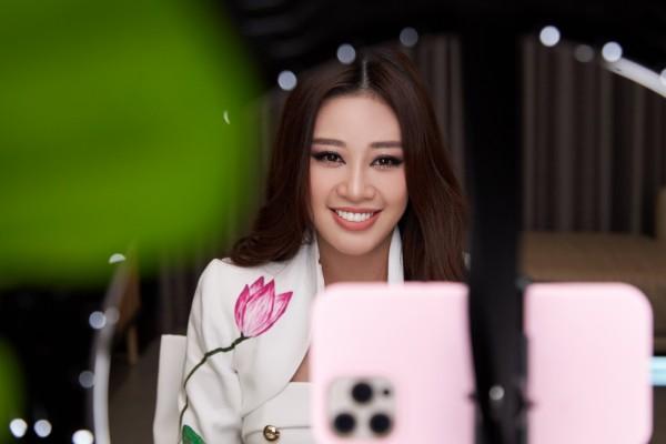 Hoa hau Khanh Van6