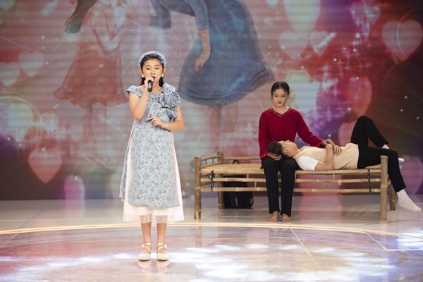 Nhật Vy thể hiện ca khúc nói về tình mẹ con vô cùng ý nghĩa.